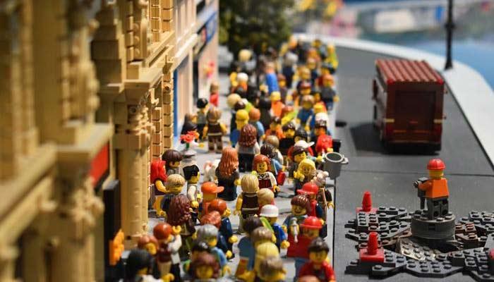 Historia del Nacimiento de Lego